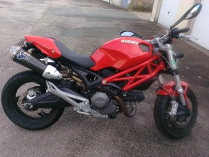 photo de DUCATI MONSTER 700 occasion de couleur rouge en vente &agrave Chevilly n°1