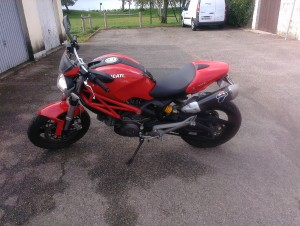 photo de DUCATI MONSTER 700 occasion de couleur rouge en vente &agrave Chevilly n°2