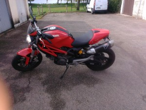photo de DUCATI MONSTER 700 occasion de couleur rouge en vente &agrave Chevilly n°3