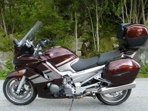 photo de YAMAHA FJR 1300 occasion de couleur Bordeaux en vente &agrave Paris 02 n°2