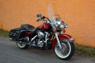 photo de HARLEY DAVIDSON ROAD KING CLASSIC 1450 occasion de couleur rouge en vente �  Lannion